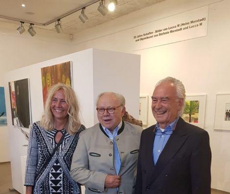 Gastgeber und Laudator Dr. Hubert Burda (Mitte) mit den Künstlern Stefanie Morstadt und Lucca M